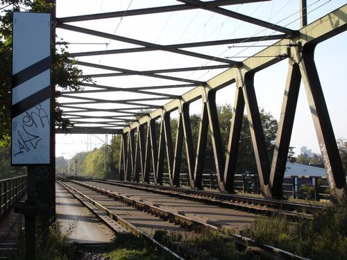 Eisenbahnbrücke über den Kanal